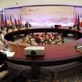 Uit Teheran komen tegenstrijdige berichten over een spoedige doorbraak in de onderhandelingen tussen Iran en de wereldmachten. De positie van Rouhani staat mogelijk op het spel indien er geen overeenkomst komt.